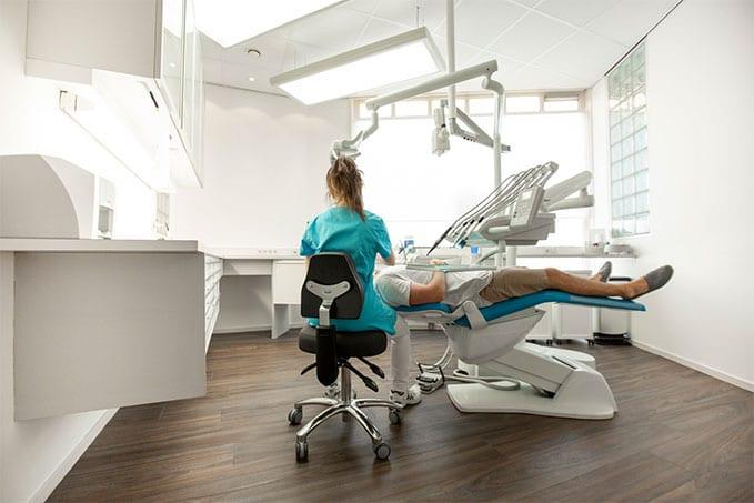 BQE - Ontdek onze unieke tandartsstoelen en artsen werkkrukken